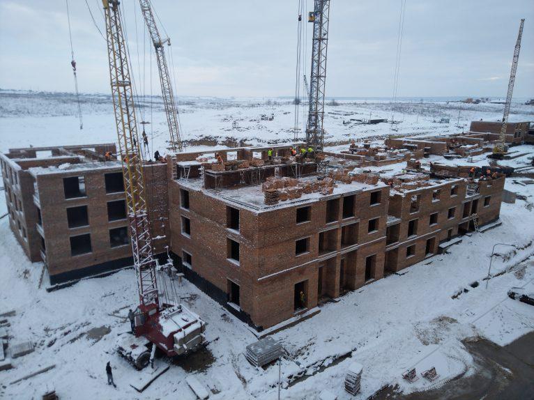 Кипить будівництво нового будинку.